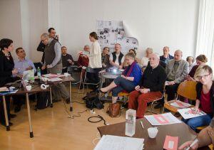 Affluence record à l'assemblée générale de Wikimedia Suisse. À gauche, on distingue Iolanda Pensa, Mourad Ben Abdallah, Ilario Valdelli et Micha Reiser. CC-BY-SA-4.0 Mauro Cassina (aka cassinam)